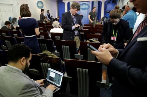 Только для своих: журналисты CNN и The New York Times не попали на брифинг в Белом доме