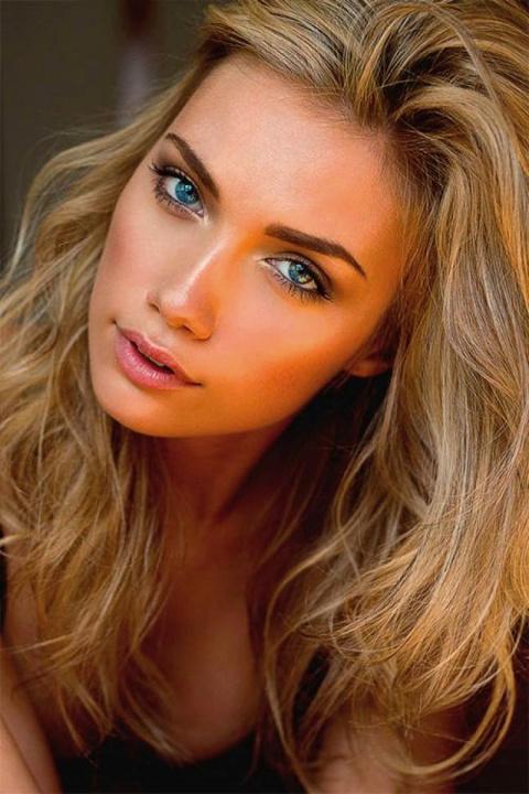 Гораздо приятнее смотреть на красоту, чем читать о красоте