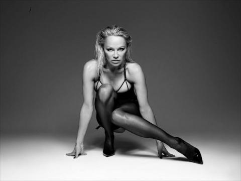 Памела Андерсон  в рекламе нижнего белья