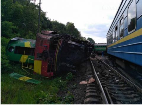 В Хмельницкой области Украины столкнулись пассажирский и грузовой поезда