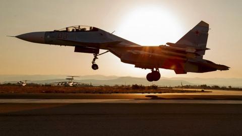 Сирия раскрыла мастерство ВКС РФ: Су-30 совершил маневр, «заглянув внутрь» транспортника Ил-76