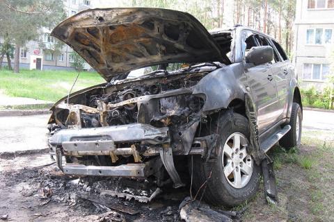 Россиянину в Беларуси сожгли дорогой джип