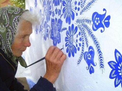 90-летняя бабушка украшает у…