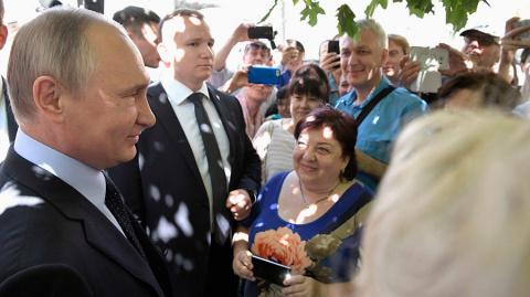 Путин пообщался с москвичами и гостями столицы на Арбате