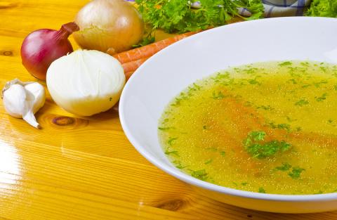 Рецепт домашней аптечки: бульон от простуды и гриппа