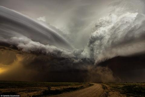 Потрясающие фото необычной погоды
