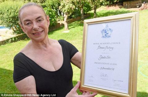 Лебединая пенсия: жительница Великобритании в 71 год стала балериной