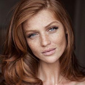 Как делать макияж девушкам с…