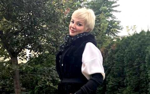 В дерзком мини на эскалаторе: Мария Максакова спустилась в метро