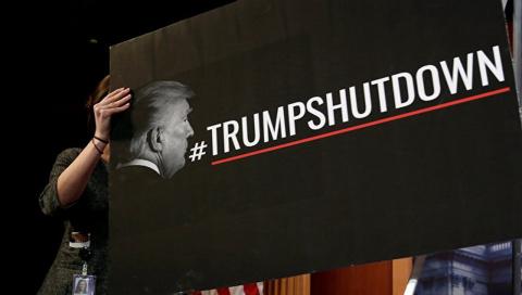 """Не даун, а шатдаун. Демократы доказали Трампу его """"ущербность"""""""
