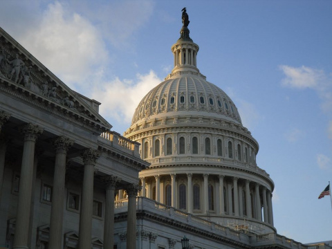 В Конгрессе США переживают, …