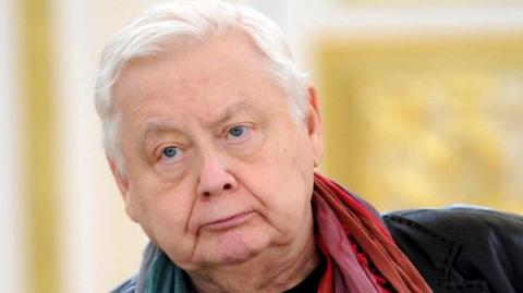 Олег Табаков встал на ноги!
