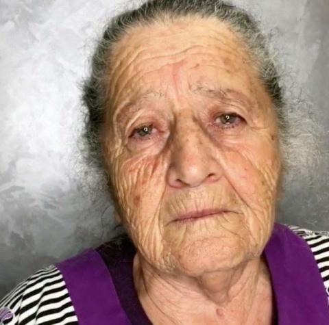 Эта бабушка позволила внучке сделать ей прическу и макияж. Посмотрите, что получилось!