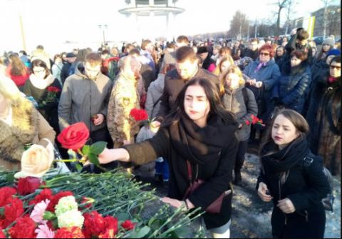 Петрозаводчане почтили память погибших при взрыве в Санкт-Петербурге