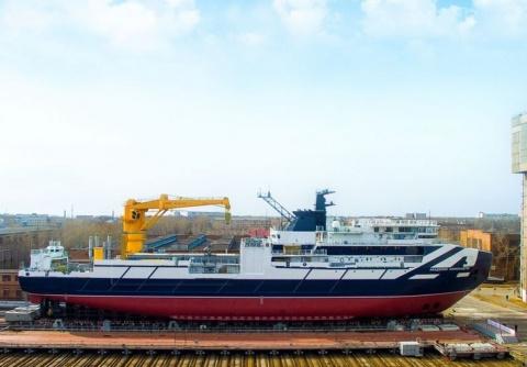 Первые судовые краны российского производства