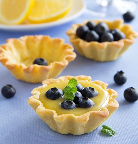 Лимонные тарты с голубикой