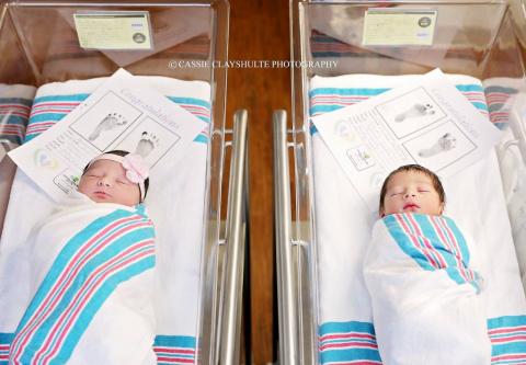 Эти малыши родились с разницей в 18 часов и от разных родителей, но их связала сама судьба!