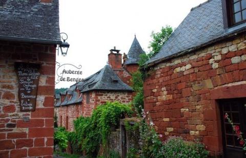 Карминная деревня во Франции