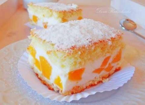 Нежный тортик с консервированными персиками