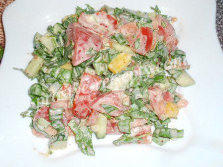 Салат из черемши, помидоров и перца