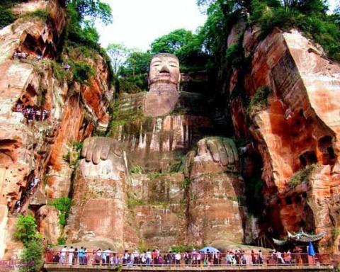 Древние цивилизации. Гигантская статуя Будды