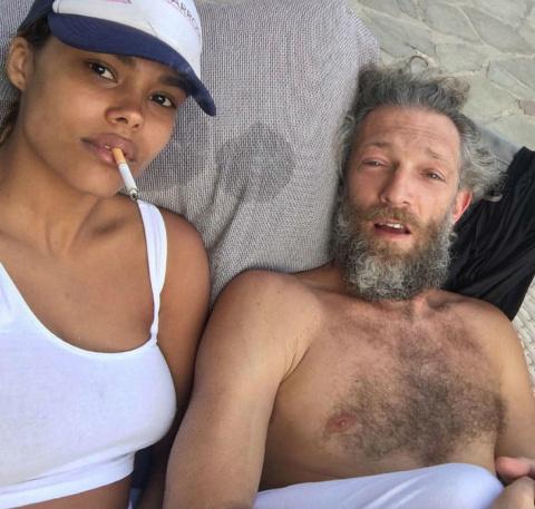Позор старика: Венсан Кассель на пляже с молодой подругой