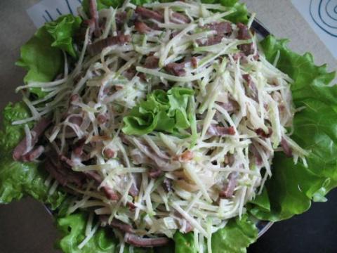 Салат с редькой и мясом