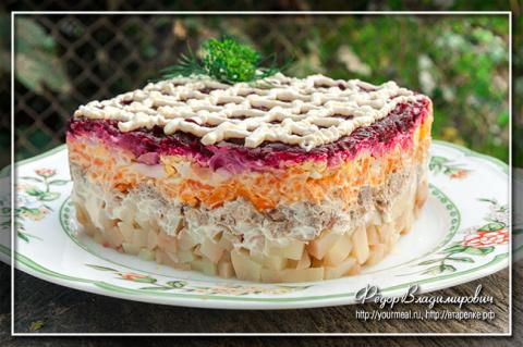 Салат-рулет «Пенёк», вкусно украсит праздничный стол!