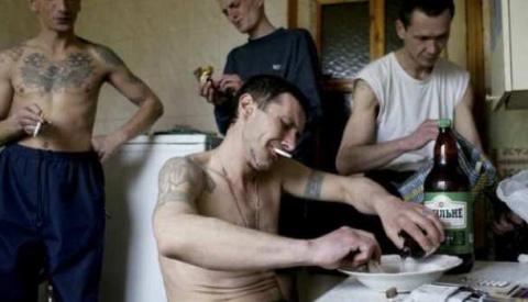 Повальный алкоголизм, тряпье…