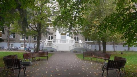 Больничный двор