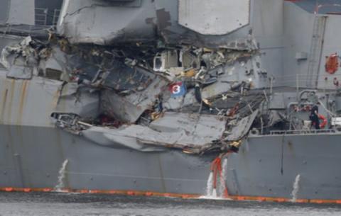 Американских военных моряков…