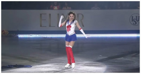 17-летняя российская фигуристка Евгения Медведева покорила японцев своим танцем в костюме Сейлор Мун