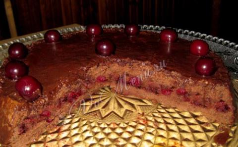 Вишневый бисквитный тортик