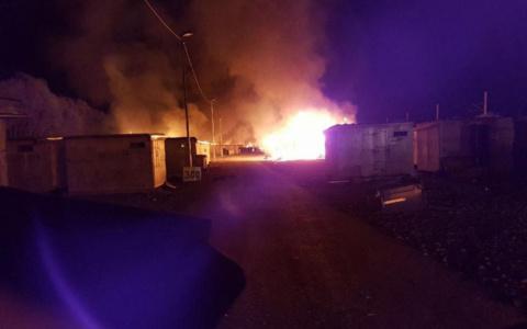 Во Франции сгорел лагерь беженцев после потасовки мигрантов