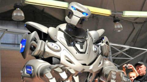 Знаменитый робот Титан покаж…