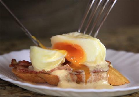 ЛЮБИМЫЙ ЗАВТРАК. Яйца бенедикт под соусом оландез (hollandaise)