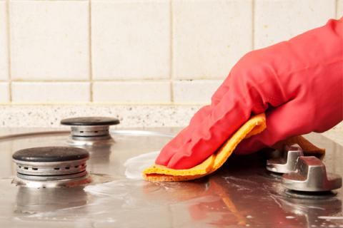Как быстро помыть плиту