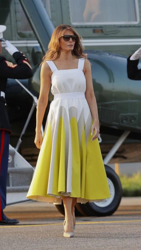 Образ дня — Мелания Трамп в платье от Delpozo. Как вам?