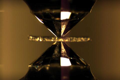 Поиски металлического водорода продолжаются