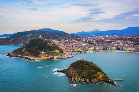 Сан-Себастьян — красивый прибрежный город в Испании