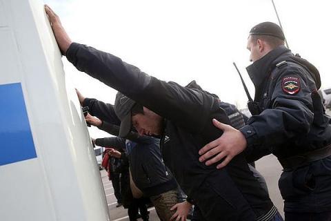 """В Москве 250 мигрантов пришли  """"разбираться"""" с охранником обидевшем одного из них"""