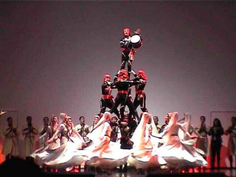 Грузинский танец с саблями
