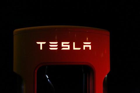 Фуру Tesla можно будет купит…
