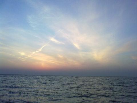 Будем встречать рассветы у моря?