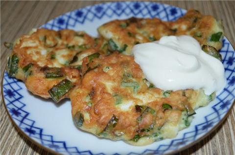 Самые ленивые пирожки с яйцом и зеленым луком