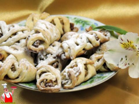 Хрустящее песочное печенье с яблочно-ореховой начинкой.