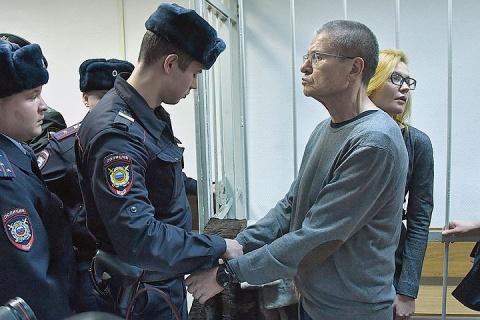 Суд дал Улюкаеву 8 лет строгого режима