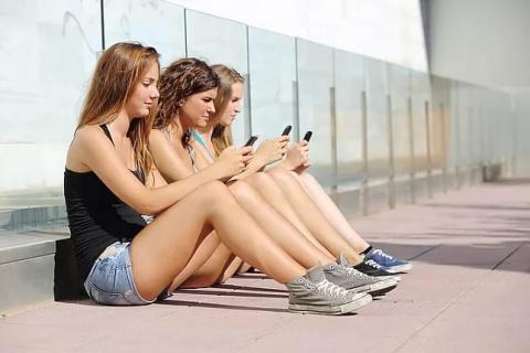 Смартфон вместо секcа и наркотиков