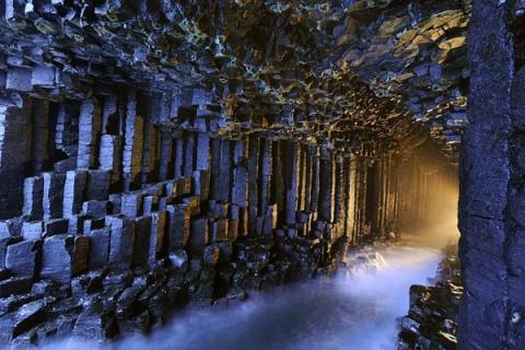 Поющая пещера Фингала на острове Стаффа