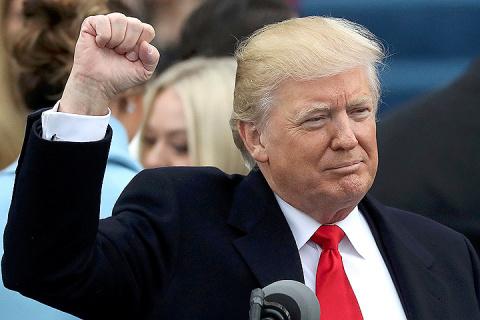 Трамп покидает театр абсурда